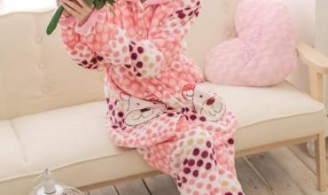 Cách chọn quần áo ngủ nữ mùa đông ấm áp