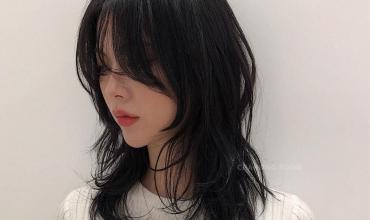 Khó mà tin được, kiểu tóc layer nham nhở của Sulli lại đang gây sốt tại Hàn